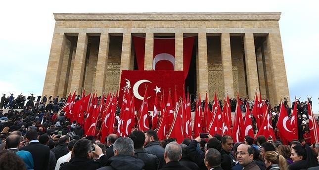 الأتراك يحيون الذكرى الـ 78 لوفاة مؤسس الجمهورية مصطفى كمال أتاتورك