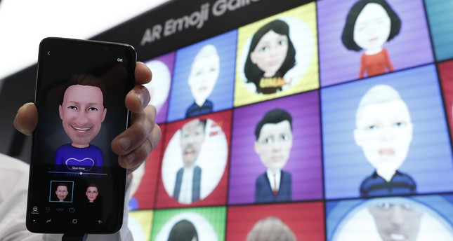 A Samsung Galaxy S9 is displayed with an AR emoji at the Samsung booth at the Mobile World Congress in Barcelona, Spain, February 26, 2018. (REUTERS Photo)