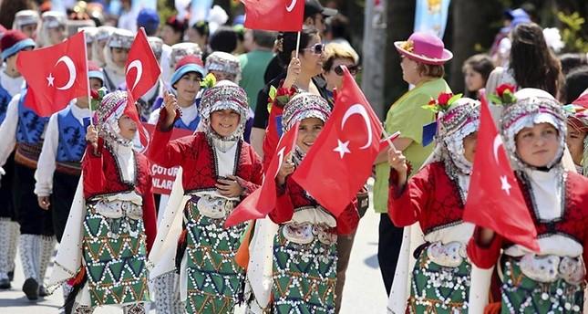 في عيد الطفولة التركي.. أطفال يحققون أحلامهم الصغيرة