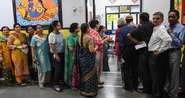 People line up to vote at a polling station during India's general election in Ghaziabad, Uttar Pradesh on April 11, 2019. (AFP Photo)