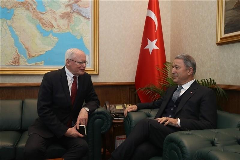 Defense Minister Hulusi Akar (right) speaks with U.S. Special Representative for Syria James Jeffrey (left) in Ankara on Fri. Jan. 25, 2019 (IHA Photo)