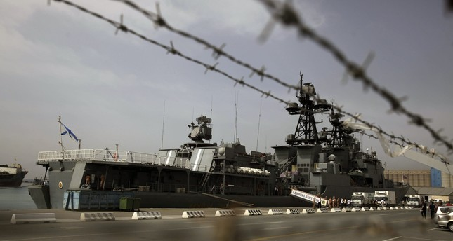Russian Navy's anti-aircraft ship Admiral Panteleyev is moored during a port call on May 17, 2013 in Limassol, Cyprus. (AFP Photo)
