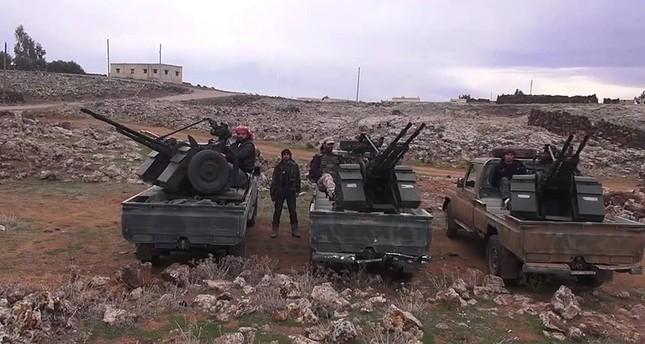 مقاتلون سوريون يتبعون لفصائل درعا (أرشيفية)