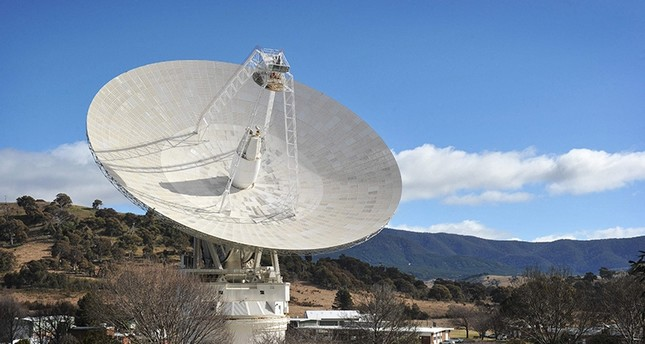 A file photo taken on August 6, 2012 shows a general view of the 70 metre dish while tracking NASA's Mars science laboratory car-sized rover Curiosity at the Canberra Deep Space Communication Station at Tidbinbilla in Canberra (AFP Photo)
