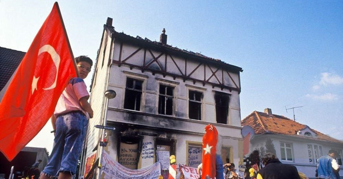 In the town of Solingen, Germany on the night of 28th May 1993 four German youths set fire to the home of the Turkish Genu00e7 family. Five family members, including three children, died and became worldwide symbols for victims of racism. Here people pay