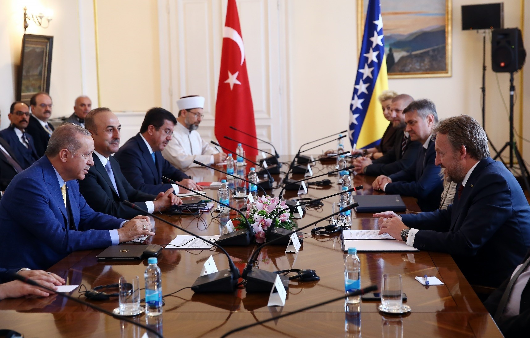 President Recep Tayyip Erdou011fan held a one-on-one meeting and inter-delegation talks with Bakir Izetbegovic (R), the Bosniak member of the tripartite Presidency of Bosnia-Herzegovina, during his visit to the country, May 20.