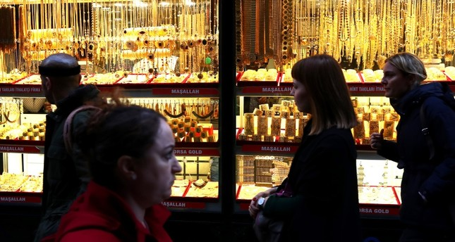 People walk in front of a gold shop at the historic Grand Bazaar in Istanbul, Nov. 27, 2017. (EPA Photo)