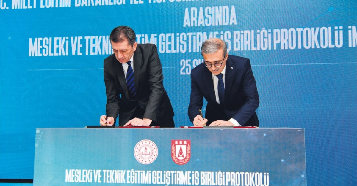 Minister of National Education Ziya Selu00e7uk and u0130smail Demir, head of the Presidency of Defense Industries (SSB), sign the protocol in Ankara, Feb. 25, 2019.