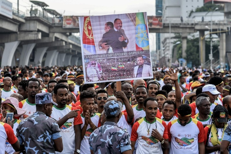 Competitors hold a banner with images of leaders as they gather to run the first Ethiopia-Eritrea Peace and Reconciliation Run (10km) at Meskel Square in Addis Ababa on Nov. 11, 2018. (AFP Photo)