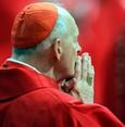 البابا يجرد أرفع مسؤول بالفاتيكان من صفته الكنسية