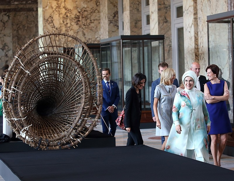 First spouses tour the Royal Museum for Central Africa.