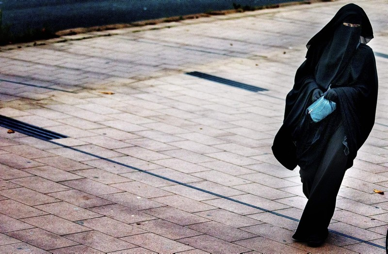 In this Dec. 1, 2014 file photo, a woman wearing a burqa walks in The Hague, Netherlands. (AFP Photo)