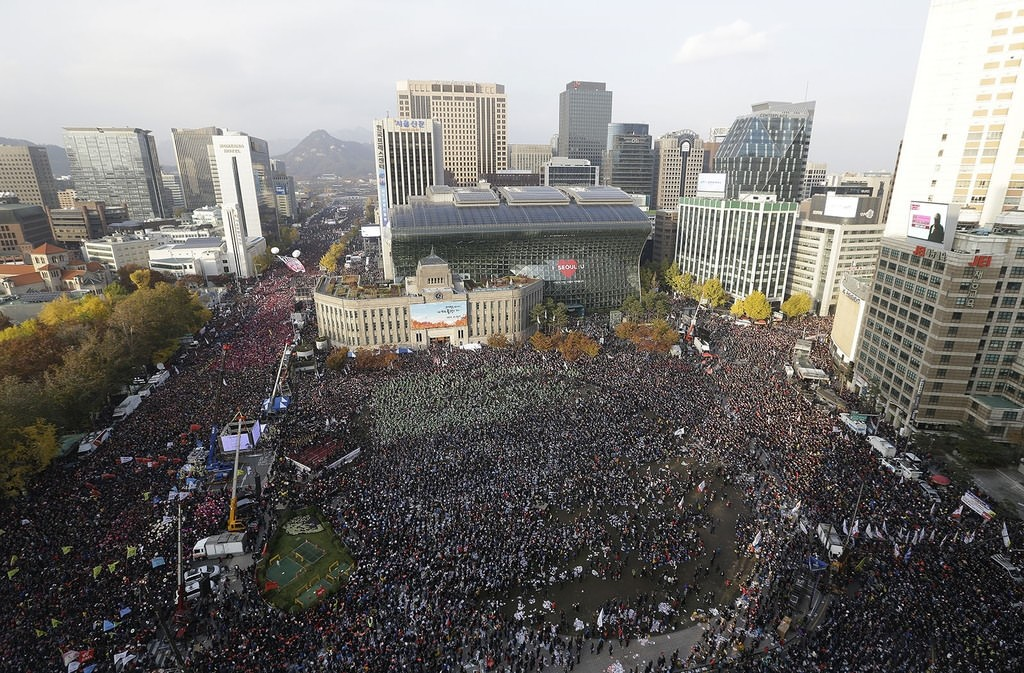 Hundreds of thousands of South Koreans rally in Seoul demanding the ouster of Park. AP Photo