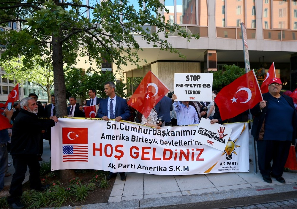 Turkish people holding banners to welcome President Erdou011fan and the Turkish delegation, who arrived in Washington to meet with the Trump  administration to discuss the damaged Turkish-U.S. relations.