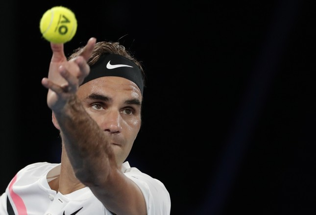 Defending champion Roger Federer (L) is targeting a 20th Grand Slam singles title after securing a spot in the Australian Open final against Marin Cilic.