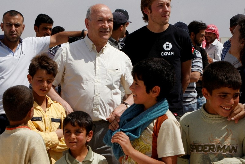 Oxfam chief executive Mark Goldring visits Al Zaatri refugee camp in the Jordanian city of Mafraq, near the border with Syria, April 30, 2013. (REUTERS Photo)
