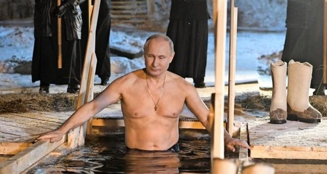 Über zwei Millionen Russen nehmen rituelles Eisbad