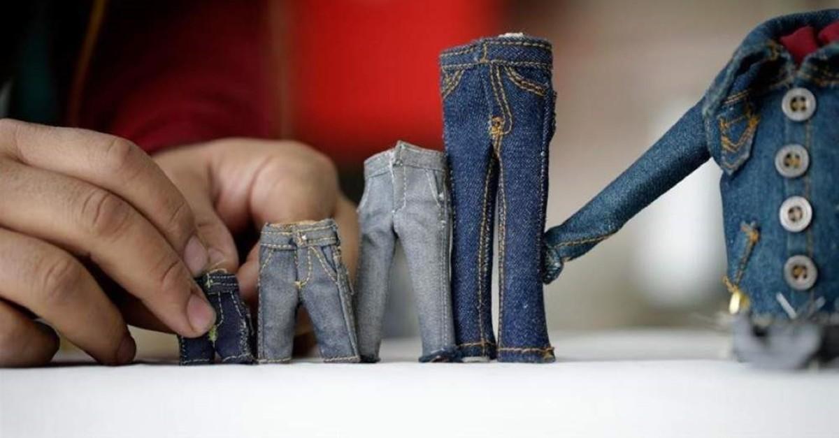 Here are a few of Andau00e7's miniature jean creations. (AA Photo)
