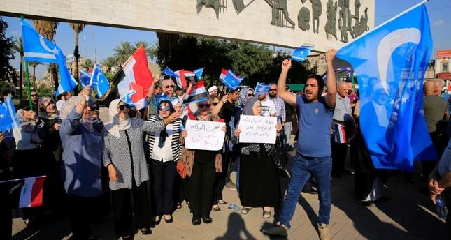 تركمان يتظاهرون ضد نتائج الانتخابات في كركوك (الأناضول)