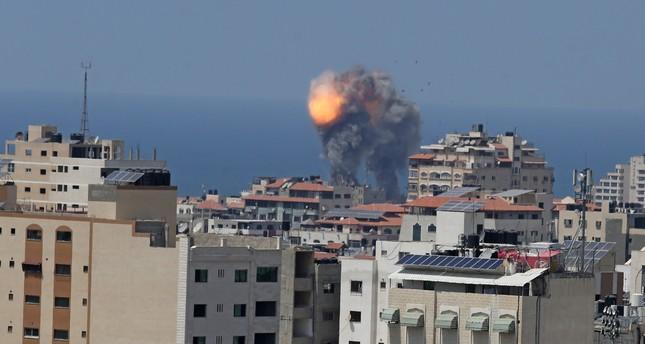تضارب الأنباء حول التوصل إلى هدنة بغزة عقب موجة من القصف المتبادل
