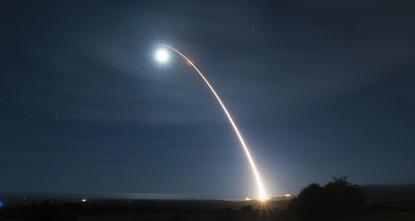 البنتاغون اختبر بنجاح صاروخا عابرا للقارات