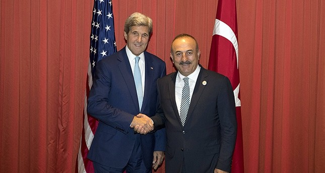 US Secretary of State John Kerry (L) and Turkish Foreign Minister Mevlut Cavusoglu (R) shake hands prior to a meeting at the G20 summit in Hangzhou. (AFP Photo)