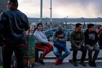 لاجئون غير نظاميين على الحدود الأمريكية الجنوبية الفرنسية