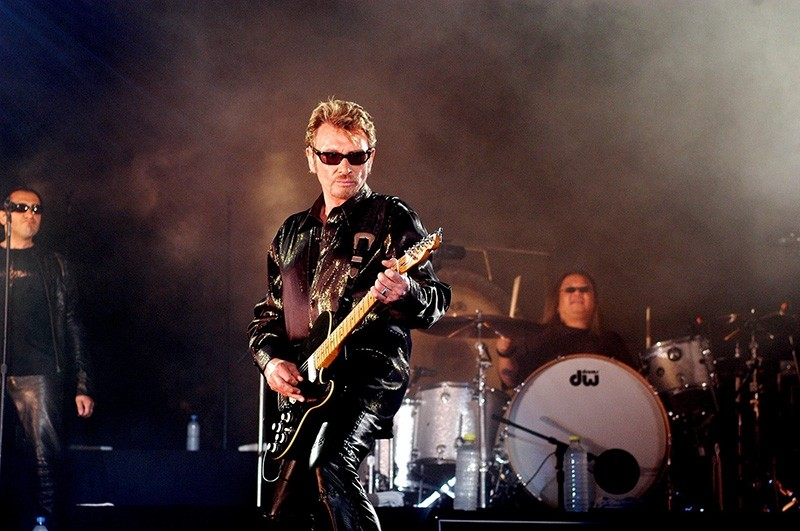 This file photo from 2003 shows French singer Johnny Hallyday performing in Saint-Denis-de-la-Ru00e9union (AFP Photo)