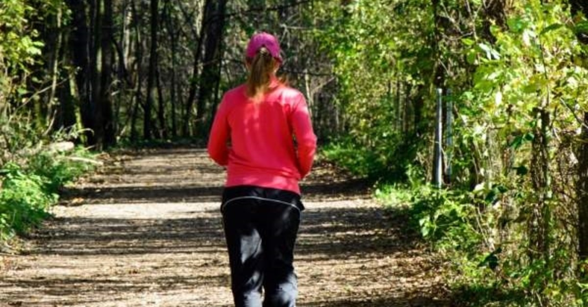 nature-forest-walking-girl-woman-trail-775504-pxhere.com