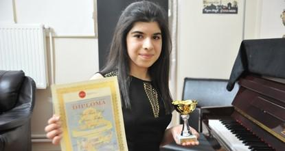 فتاة تركية تحتل المركز الثاني في مسابقة بيانو دولية في ألمانيا