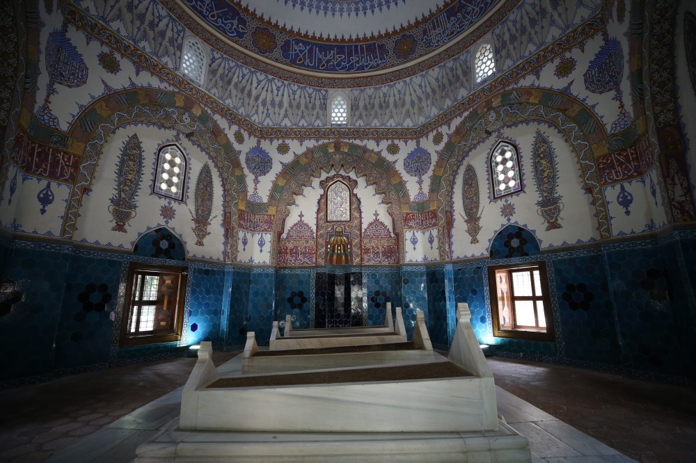 There are more than 50 tombs in the Muradiye Ku00fclliye (complex) which belong to the members of the Ottoman dynasty.