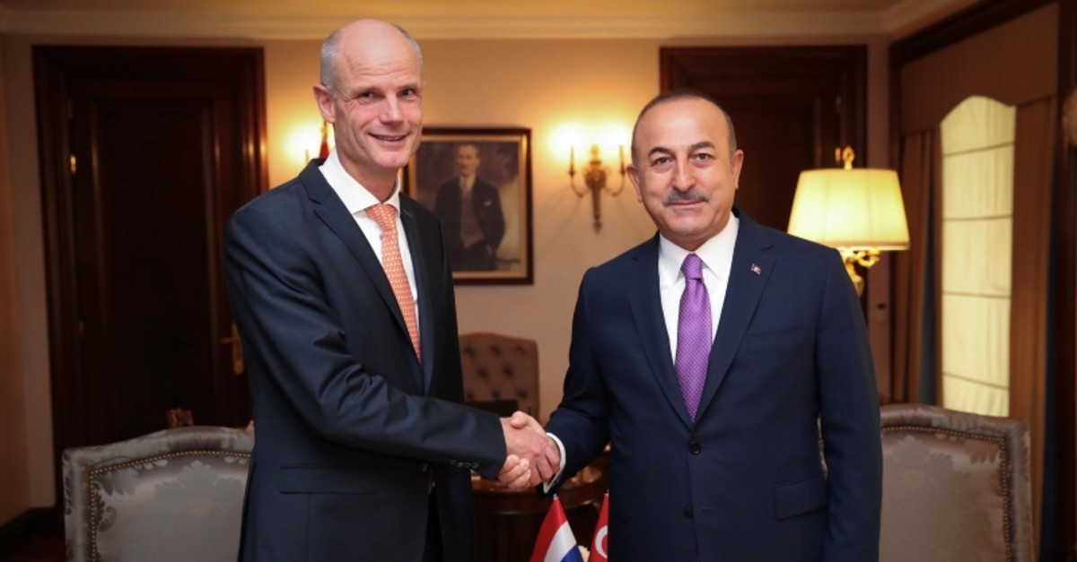 Foreign Minister Mevlu00fct u00c7avuu015fou011flu and his Dutch counterpart Stephanus Blok pose at the begining of a meeting in Ankara, Turkey, October 3, 2018. (REUTERS Photo)