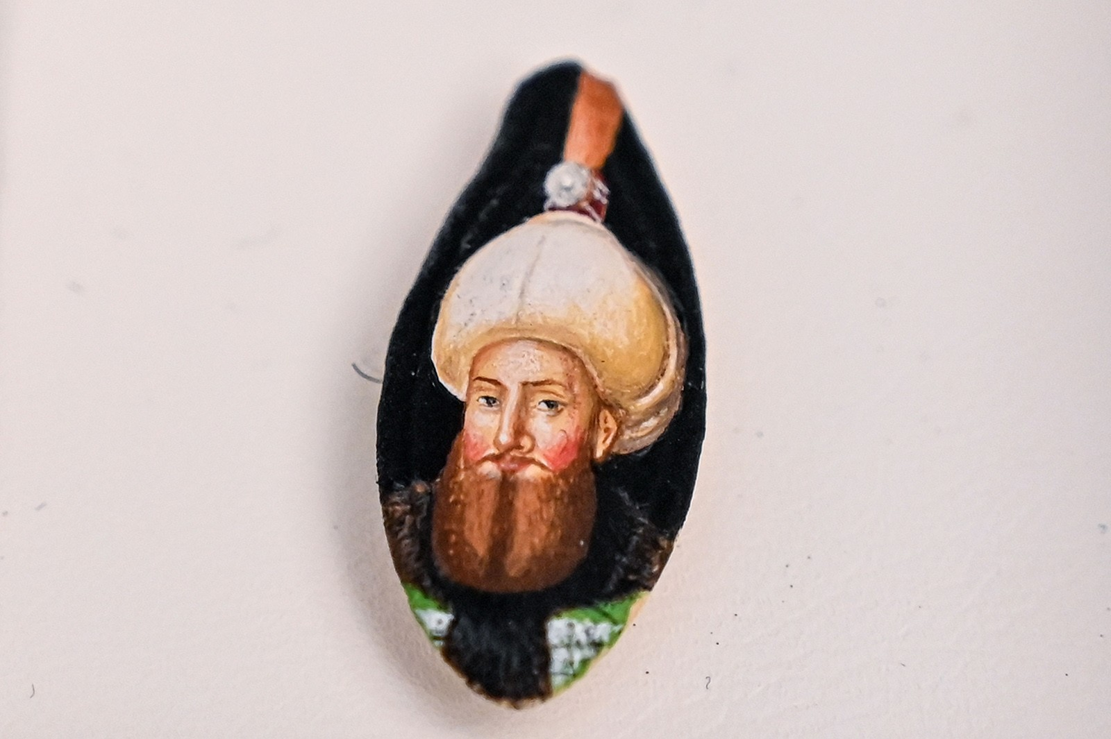 Turkey's 'Microangelo' turns tiny objects into little capsules of art