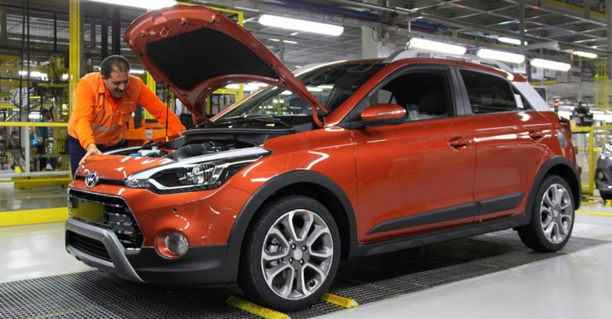 This file photo dated March 28, 2016 shows a Hyundai i20 rolled out of production line at the company's Izmit plant. (Photo: Sabah)