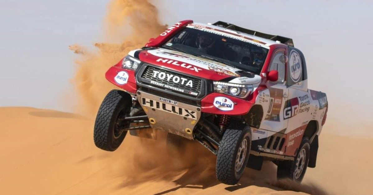 epaselect epa08117136 Spanish driver Fernando Alonso (Toyota Gazoo Racing) in action during stage six of the Rally Dakar 2020 from Ha'il to Riyadh in Saudi Arabia, 10 January 2020. The Rally Dakar takes place in Saudi Arabia from 05 to 17 January 2020. EPA/ANDRE PAIN
