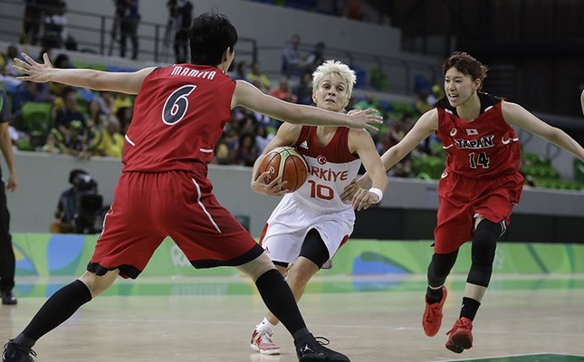 Turkey guard Işıl Alben (10) drives to the basket between Japan center Yuka Mamiya (6) and guard Sanae Motokawa during the second half of a women's basketball game at the Youth Center in Rio de Janeiro, Brazil, Tuesday, Aug. 9, 2016. (AP Photo)