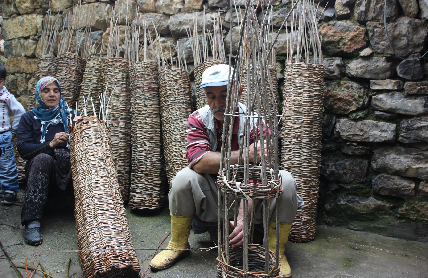 Reu015fit Korkmaz weaves baskets from willow branches.