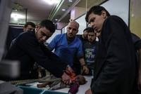 Bei neuen Angriffen der syrischen Regimetruppen auf die Oppositionsenklave Ost-Ghuta sind nach Angaben von Aktivisten mindestens 14 Zivilisten getötet worden. Die Luftangriffe in der Nacht und am...