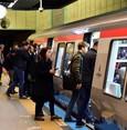 """Istanbul: Verkehrsmittel warnen vor """"Manspreading"""""""
