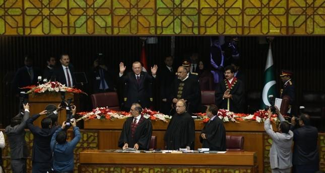 رئيس البرلمان الباكستاني يصف الرئيس أردوغان بـقائد العالم الإسلامي