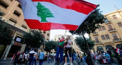 اللبنانيون يقطعون الطرق الرئيسية مجدداً ويتظاهرون قرب القصر الرئاسي