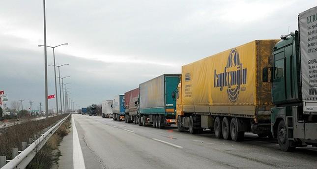 معاملة بالمثل.. تركيا تفرض الفيزا على سائقي شاحنات النقل الروسية