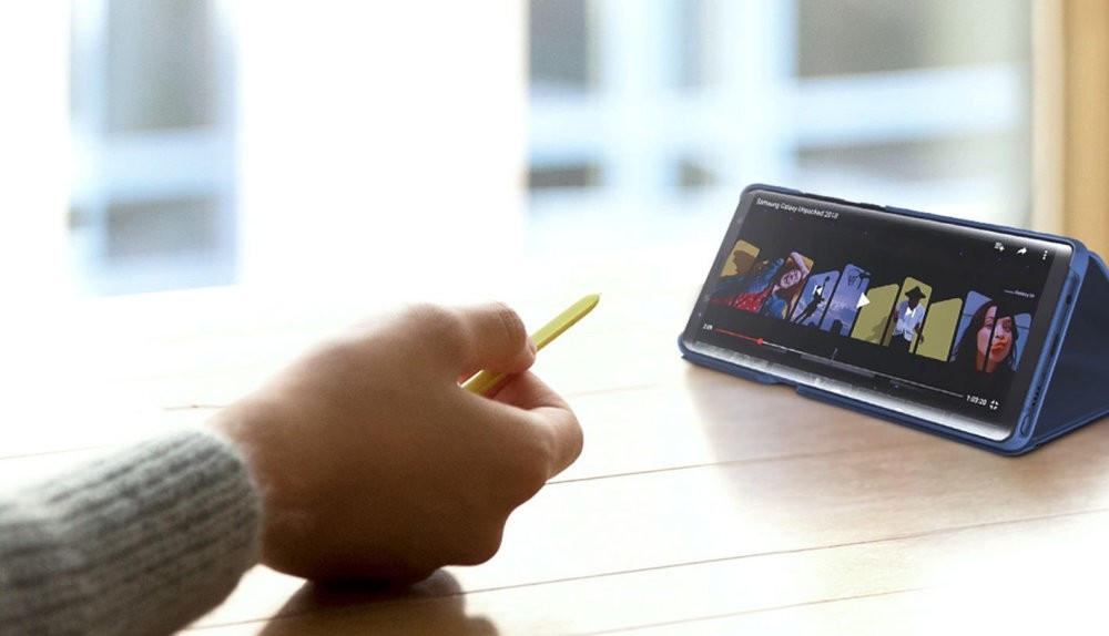With the Popup Note window that pops up when you double-click the S Pen's button, it is now possible to take notes instantly and send the desired photo or text to someone else in seconds.