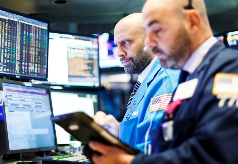 Traders work on the floor at the New York Stock Exchange (NYSE) in New York City, U.S., Nov. 19, 2018. (EPA Photo)