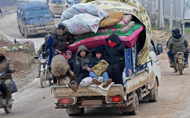 https://iadsb.tmgrup.com.tr/2658b4/645/400/0/0/1000/620?u=https://idsb.tmgrup.com.tr/2020/02/14/as-syrian-regime-bombardment-continues-idlib-civilians-freeze-to-death-1581690653043.jpeg