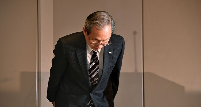 Toshiba Corp. President Satoshi Tsunakawa bows the beginning of a press conference at the company's headquarters in Tokyo, Tuesday.