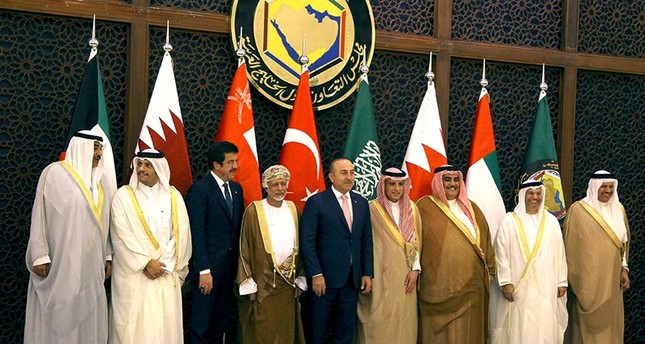 Foreign Minister Mevlüt Çavuşoğlu (5th L), Economy Minister Nihat Zeybekci (3rd L) and Foreign Ministers of Gulf Cooperation Council (GCC) pose before their meeting in Riyadh (Reuters Photo)