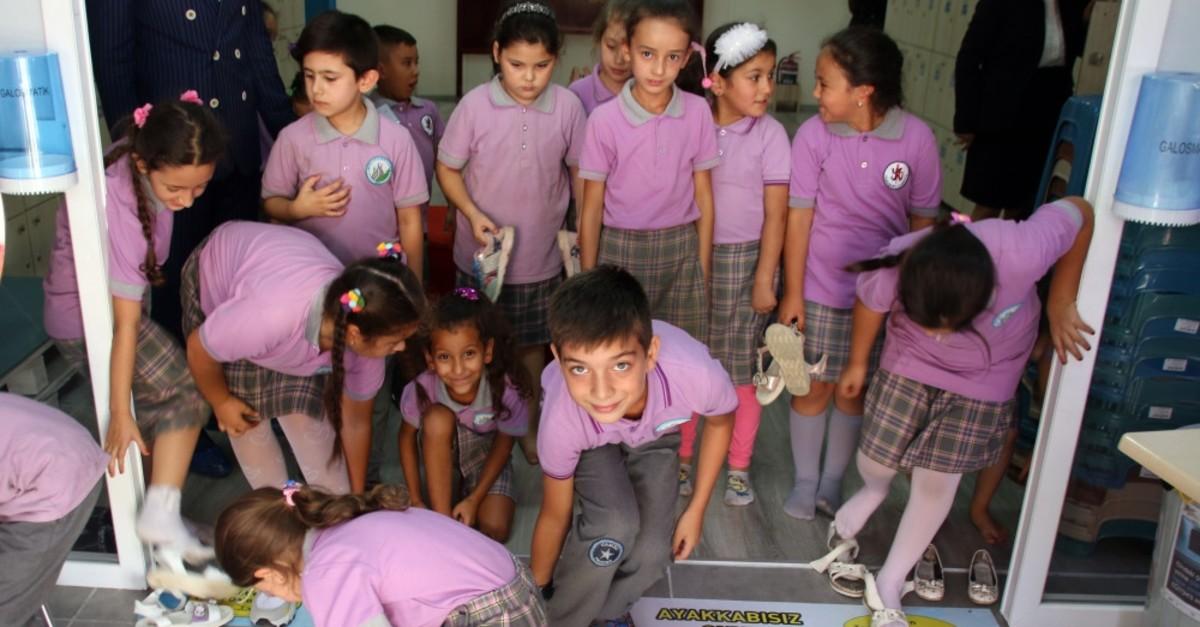 'Shoeless school' follows domestic tradition thumbnail