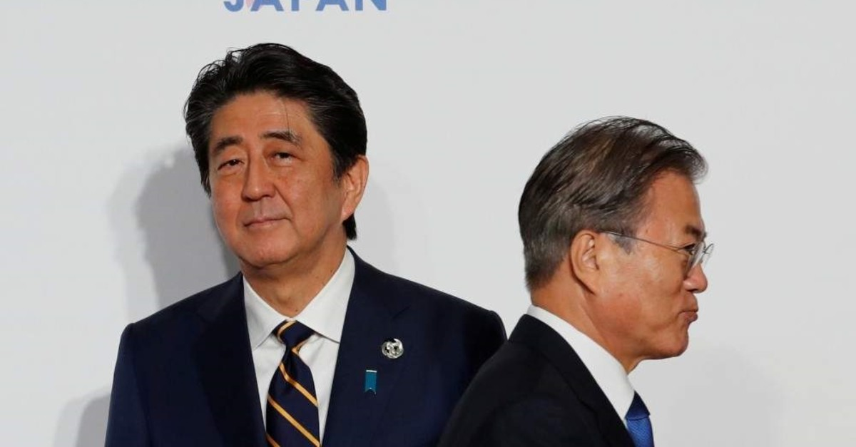 South Korean President Moon Jae-In is welcomed by Japanese PM Shinzo Abe upon his arrival for a welcome and family photo session at the G20 leaders summit in Osaka, Japan, June 28, 2019. (Reuters Photo)