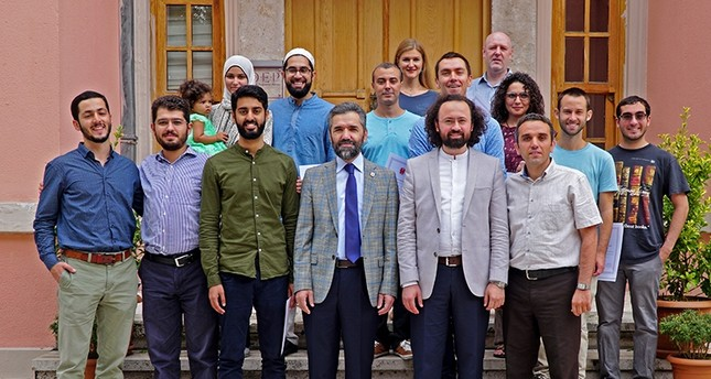 مجموعة من طلاب الدراسات العثمانية في جامعة ابن خلدون (الأناضول)